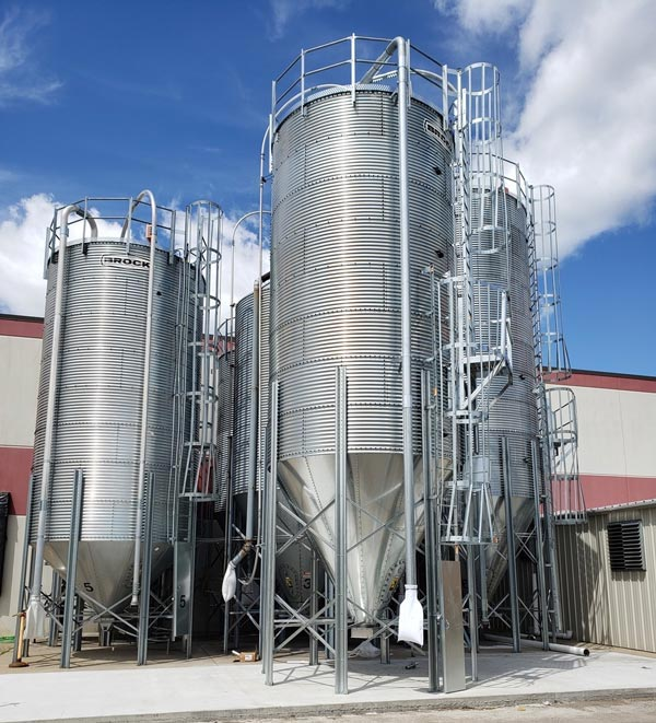 Plastic material storage silos